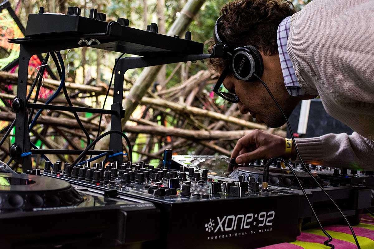 DJ legt auf
